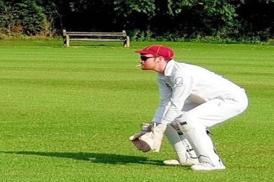 या ट्रेंडच्या सुरुवातीला केवळ इंग्लंडमधील फोटो समोर आले होते. मात्र त्यानंतर जगभरातील क्रिकेट चाहत्यांनी मजेशीर फोटो शेअर केले.