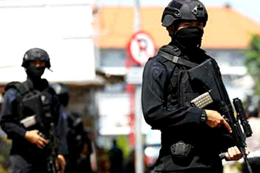 इंडोनेशियामध्ये पोलिसांत भरती होण्यासाठी महिलांना 'टू फिंगर टेस्ट' म्हणजेच 'व्हर्जिनिटी टेस्ट' द्यावी लागते.