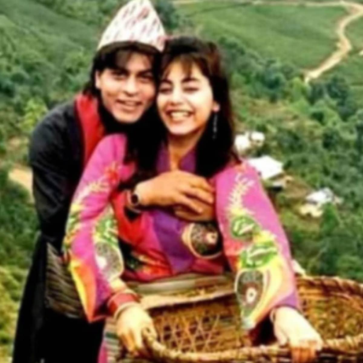 एका पुरस्कार सोहळ्यामध्ये विकी कौशलने शाहरुख-गौरीचा हनीमूनच्या वेळेचा फोटो दाखवत त्यामागची कहाणी विचारली. तेव्हा शाहरुख म्हणाला की हा त्याच्या सर्वात आवडत्या फोटोंपैकी एक आहे. (सौजन्य- पिंकव्हिला)