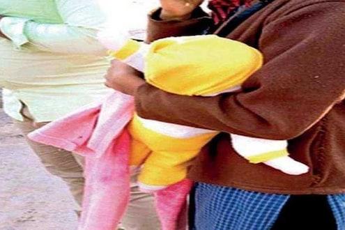 बाळ आजारी आहे म्हणत दवाखान्यात निघालं होतं दाम्पत्य, पोलिसांनी अडवल्यानंतर पाहिलं तर...