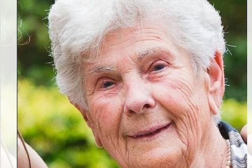 मृत्यू समोर दिसत असतानाही 90 वर्षांच्या आजीने व्हेंटिलेटर दिलं तरूण रूग्णाला