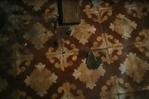 PM मोदींच्या आवाहनानंतर लाईट बंद होताच पोलीस पाटलाच्या घरावर तुफान दगडफेक