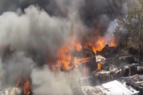 Breaking: नाशिकमध्ये झोपडपट्टीला भीषण आग, 25 ते 30 घरं आगीच्या भक्ष्यस्थानी