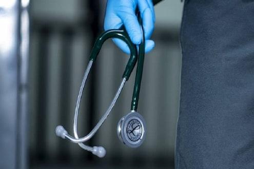कोरोनातून ठणठणीत होऊन परतली महिला डॉक्टर, शेजाऱ्यांनी तिच्या घराला घातलं कुलूप