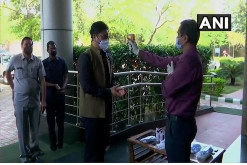 मोदी सरकारच्या मंत्र्यांचं 'वर्क फ्रॉम होम' संपलं, आजपासून ऑफिसमध्ये सुरू केलं काम