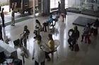 सोशल डिस्टन्सिंगचे पालन करूनही पोलिसांकडून मारहाण, VIDEO आला समोर