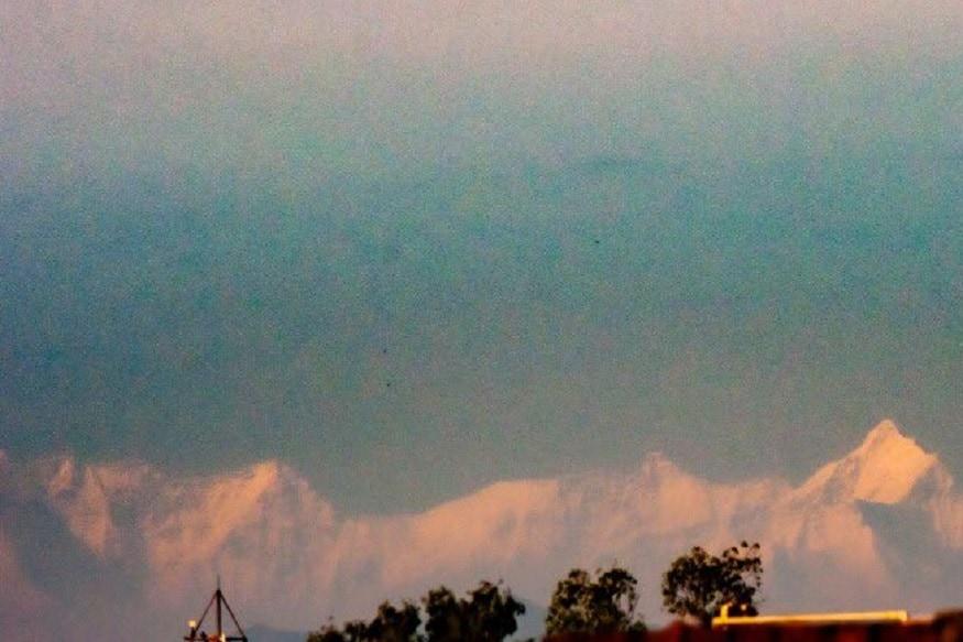 सहारनपूरच्या आयकर विभागातील अधिकाऱ्यांनी उत्तराखंडमधील गंगोत्री पर्वत रांगेचे फोटो टिपले आहेत. हवाई अंतरानुसार जवळपास 200 किमी दूर अंतरावर असलेली ही पर्वत रांग सहारनपूर स्पष्ट दिसते.