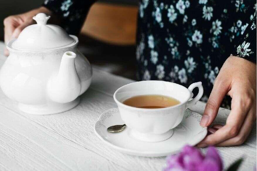 चहा आणि कॉफीमुळे पोटी समस्या उद्भवू शकते त्यामुळे जास्त प्रमाणात त्याचं सेवन करू नये.