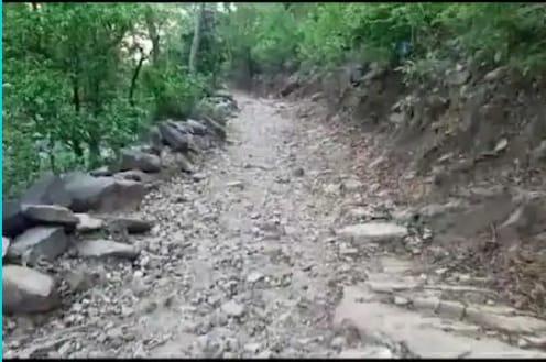 गावकरी झाले आत्मनिर्भर! स्वातंत्र्याच्या 72 वर्षांनंतरही नव्हता रस्ता, 2 वर्षांत डोंगर फोडून 3 किमीचा रस्ता तयार