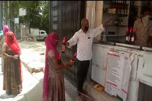 हा VIDEO पाहून आता काय म्हणाल? दारूच्या दुकानाबाहेर घुंगट घेतलेल्या महिलांची रांग का लागली वाचा