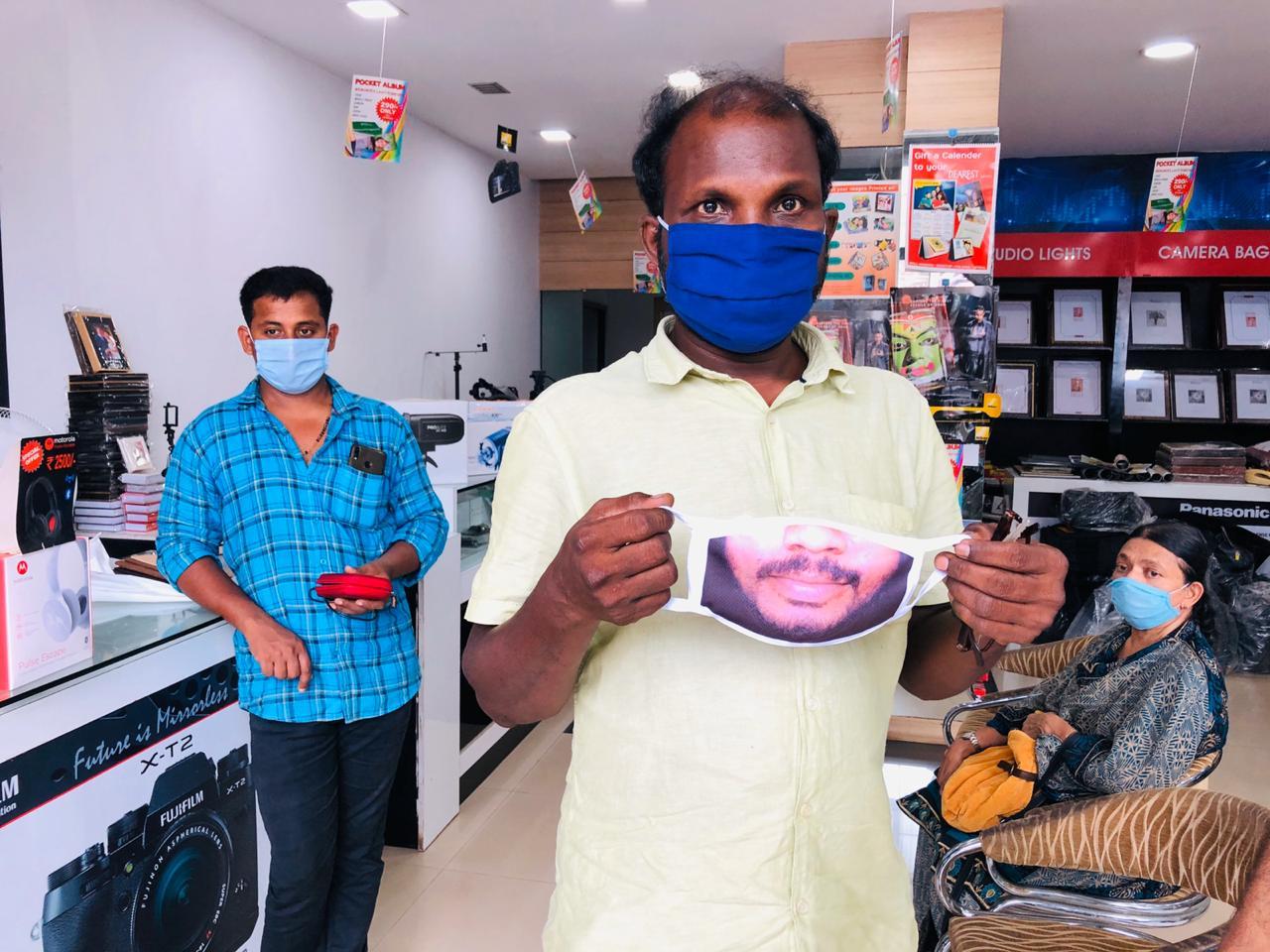 मास्कमागे आपला चेहरा लपला जात असल्याची खंत प्रत्येकालाच आहे. मात्र आता या मास्कमागे तुमचा चेहरा लपणार नाही. (फोटो - जी.श्रीजीथ, न्यूज 18 केरळ)