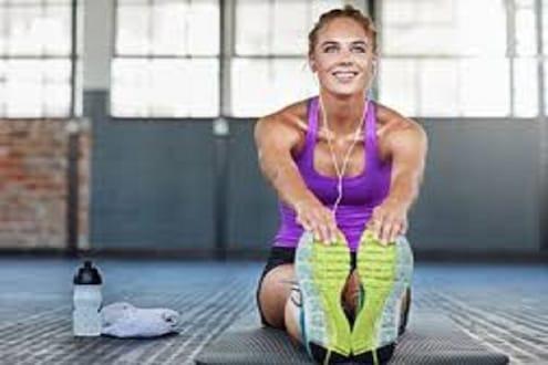 रात्री झोपण्यापूर्वी व्यायाम करणं योग्य की अयोग्य; शरीरावर काय होतो परिणाम?