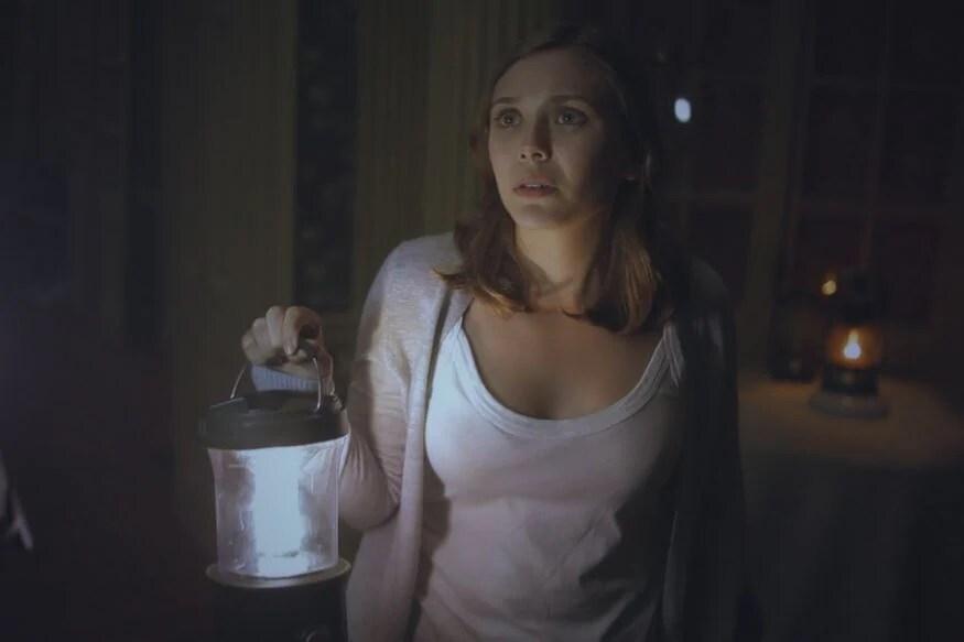 सायलंट हाऊस हा अभिनेत्री एलिजाबेथ ओल्सेनचा पदार्पणातील चित्रपट बेस्ट हॉररपटांपैकी एक आहे. 2011 मध्ये रिलिज झालेला हा चित्रपट एकट्यानं पाहणं हे एक धाडसच आहे.