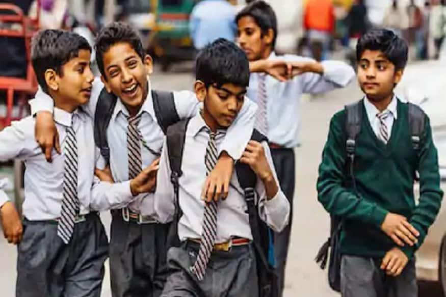 या आधी केंद्र सरकारने Online शाळांबाबात गाईडलाईन्स जारी केल्या होत्या. त्यामध्ये कुठल्या वर्गाचा किती वेळ क्लास घ्यावा त्याबाबत सांगितलं होतं.