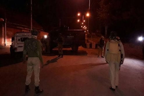 श्रीनगरमध्ये हिजबुलच्या दहशतवाद्याला जवानांनी घेरलं, इंटरनेट सेवाही बंद