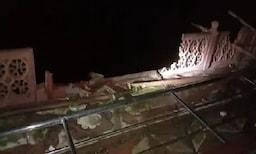 आग्रामध्ये 3 जणांचा मृत्यू 25 जखमी, ताजमहलाच्या मुख्य कब्रचं रेलिंगही तुटलं