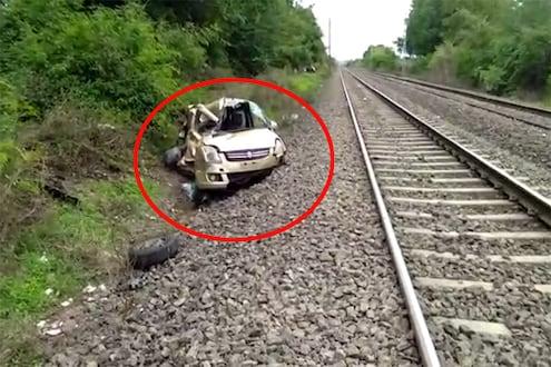 VIDEO: कारमध्ये होती युवती...रेल्वे रुळावर अडकलेल्या कारला मालगाडीची जोरदार धडक!