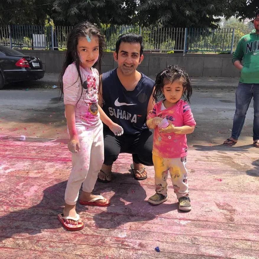 माजी क्रिकेटपटू आणि भाजप आमदार गौतम गंभीर यांनी दोन मुली आहेत. आजीन आणि आनाइजा