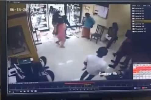 VIDEO : अगदीच अनपेक्षित मृत्यू! बँकेत काचेच्या दरवाजाला धडकली महिला आणि...
