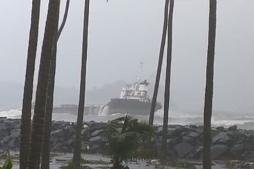 Nisarga Cyclone: रत्नागिरीच्या मिर्य बीचवर उसळल्या मोठ्या लाटा, पाहा VIDEO