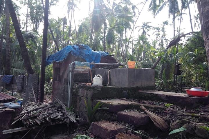 घरं पडली, छपरं उडाली, चक्रीवादळाने गावं उघड्यावर PHOTOS पाहून उडेल थरकाप