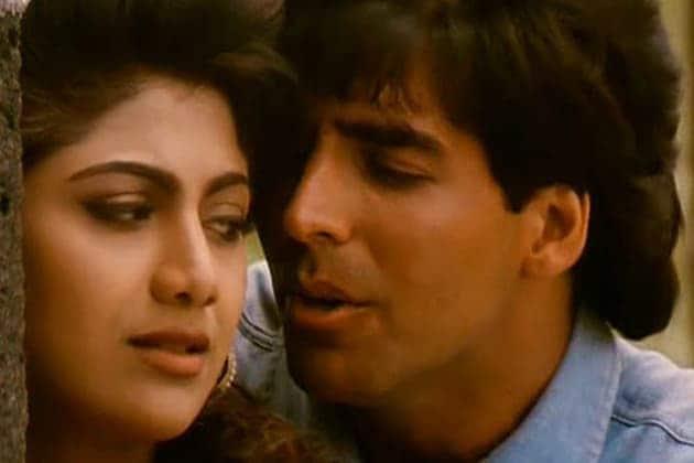 शिल्पा आणि अक्षयची पहिली भेट 1994 मध्ये 'मैं खिलाडी तू अनाड़ी'च्या सेटवर झाली. 1997 मध्ये 'जानवर' सिनेमाच्या शूटिंग दरम्यान या दोघांमध्ये जवळीक वाढली.