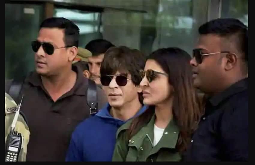 झिरोच्या सेटवर तर चक्क अनुष्काने सोनूसाठी सरप्राइज पार्टी देखील आयोजित केली होती. यावेळी अभिनेता शाहरूख खान देखील उपस्थित होता. (सौजन्य- सोशल मीडिया)