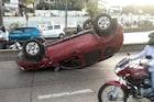 मुंबईत भरधाव कार रस्त्यातच पलटली, अपघातानंतर घडला विचित्र प्रकार