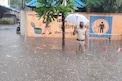 मुंबईत पाणीच पाणी, कर्तव्य काय असतं दाखवणारा पोलिसाचा 'ऑन ड्युटी' PHOTOS