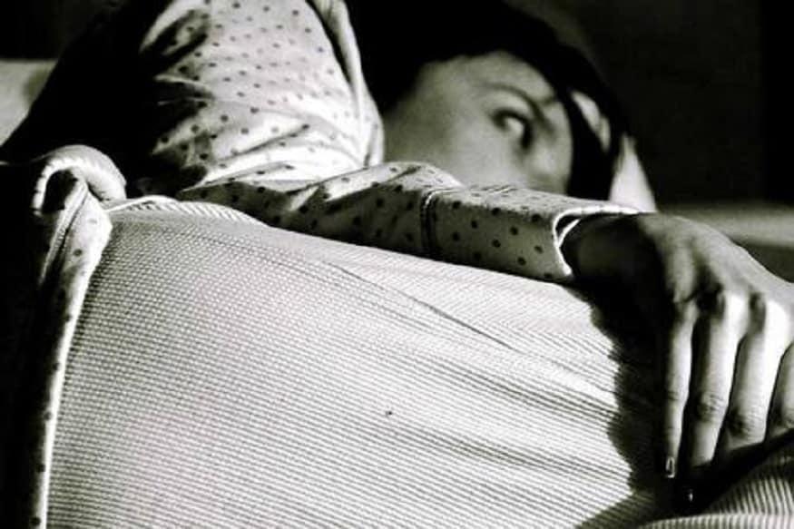 मात्र रात्री काहीही न खाता झोपल्याने तुमचं वजन वाढणार नाही तर उलट वाढेल. तज्ज्ञांच्या मते, पुरेशी झोप न मिळाल्यानं चयापचय क्रिया मंदावते आणि त्यानंतर वजन कमी करणं म्हणजे एक आव्हानच.