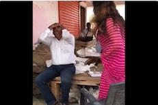 सरकारी अधिकाऱ्याला थेट चपलेने मारून विचारला जाब! भाजप महिला नेत्याचा VIDEO