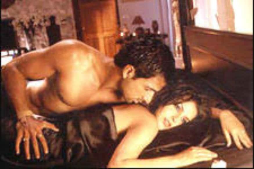 माजी मिस इंडिया नेहा धुपियाने अजय देवगणच्या कयामत - सिटी अंडर थ्रेट चित्रपटातून बॉलिवूडमध्ये पदार्पण केलं. त्यानंतर तिनं सोनू सूदसह शिशा या बी-ग्रेड चित्रपटातही काम केलं.