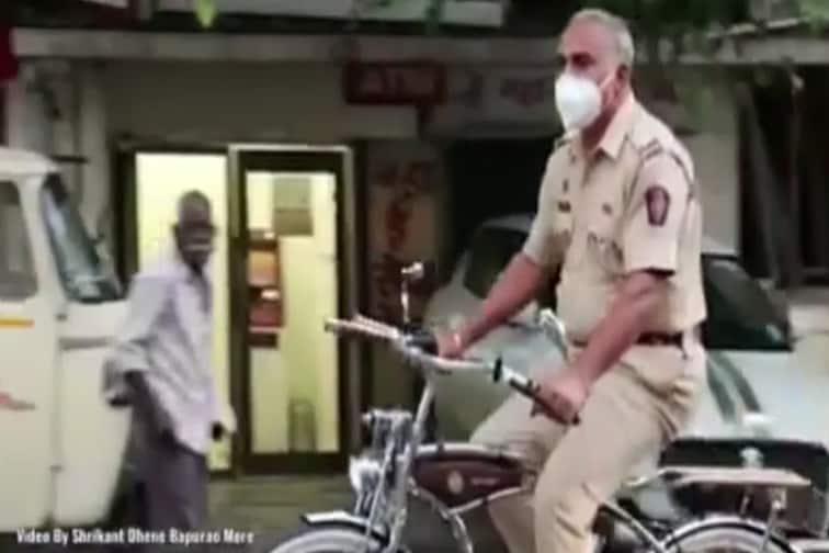 VIDEO: पुण्यातील कंटेन्मेंट झोनमध्ये चक्क सायकलवर गस्त घालतोय हा पोलीस अधिकारी