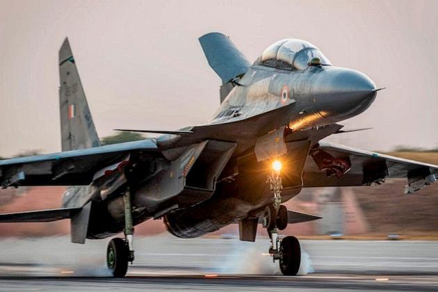 फक्त 10 सेकंदात भारताच्या लढाऊ विमानांची धडक, हे PHOTOS पाहून चीनला भरेल धडकी