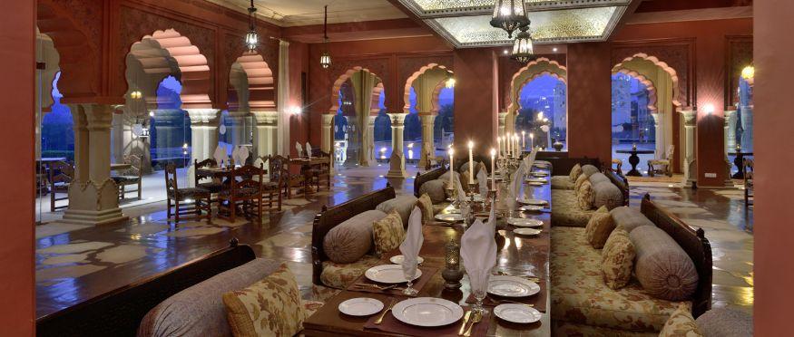 तर दुसरं झरीन या रेस्टॉरंटचा अंदाजी तेवढाच शाही आहे. (Image: Fairmont Hotels & Resorts)