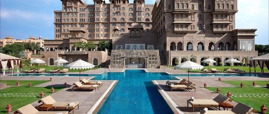 राजस्थानमध्ये राजकीय संकट असल्याने मुख्यमंत्री अशोक गेहलोत यांनी काँग्रेस आणि त्यांना समर्थन देणाऱ्या सर्व आमदारांना फाईव्ह स्टार Fairmont Hotels & Resorts मध्ये ठेवलं आहे.