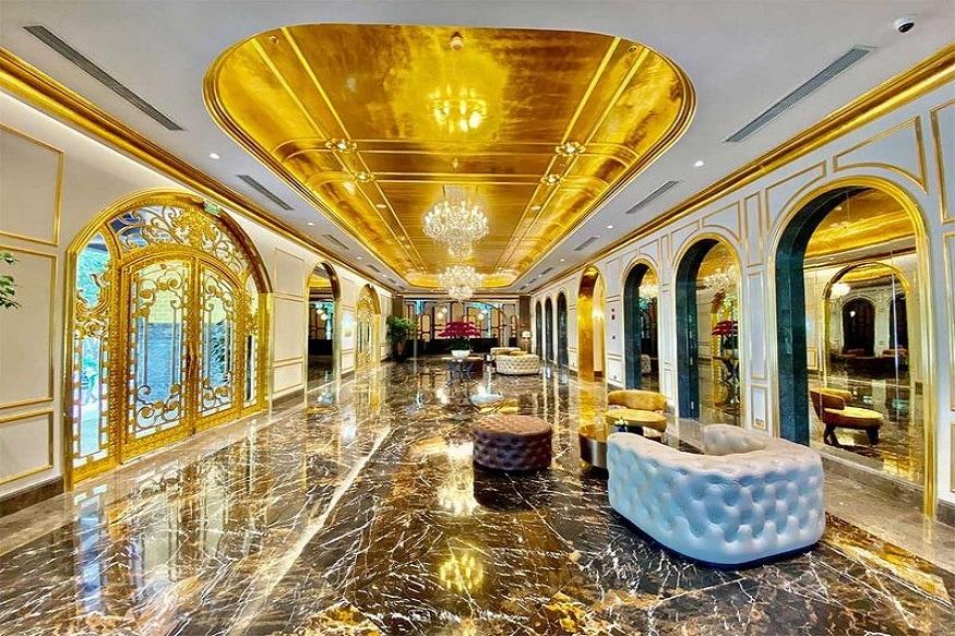 व्हिएतनाममध्ये जगातलं पहिलं सोन्याचं हॉटेल बांधण्यात आलं आहे.