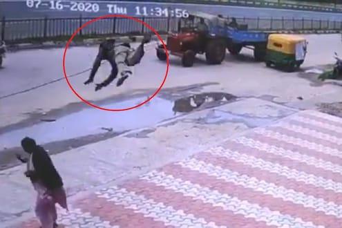 हम तो उड गये! हवेत उडून महिलेवर आदळला रिक्षा चालक, पाहा विचित्र अपघाताचा CCTV VIDEO