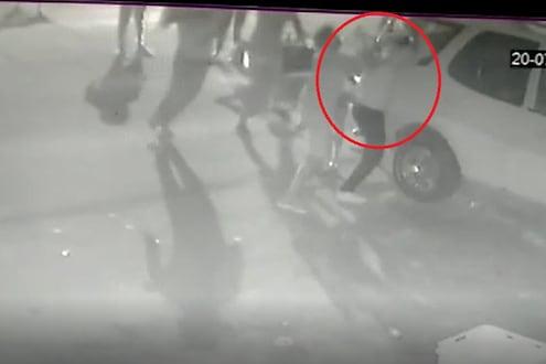 भाचीची छेड काढल्याचा विरोध केल्यानं पत्रकारवर गोळीबार, हल्ल्याचा थरारक VIDEO समोर