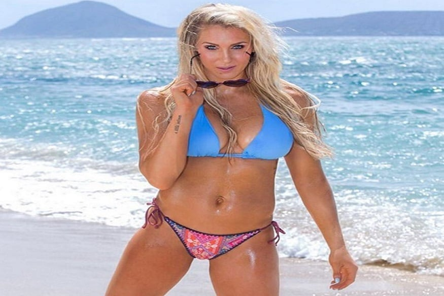 केवळ चित्रपटातील अभिनेत्रीच नाही तर WWEच्या महिला कुस्तीपटूही ब्रेस्ट सर्जरी (Breast Surgery) करतात. त्यापैकी एक महिला कुस्तीपटू शेरलट फ्लेअर(Charlotte Flair).
