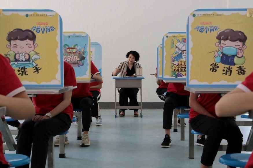 इस्राईलमध्ये देखील मोठ्या प्रमाणात कोरोनाने धुमाकूळ घातला आहे. मात्र सरकारने मे महिन्यात शाळा उघडण्यास परवानगी दिली होती. त्यानंतर नागरिकांनी मोठ्या प्रमाणात याला विरोध केला होता. तरीदेखील सरकारने या महिन्यात आणखी शाळा उघडण्यास परवानगी दिली आहे.