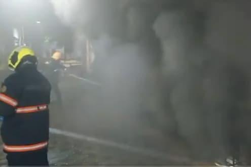 मुंबईतील शॉपिंग सेंटरमध्ये भीषण आग, अग्निशमन दलाच्या 14 गाड्या घटनास्थळी