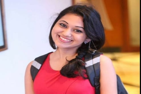 VIDEO : ' अभिनेत्री केतकीचा मेंदू गुडघ्यात', वादग्रस्त पोस्टनंतर मराठी दिग्दर्शकानेच घेतला खरपूस समाचार