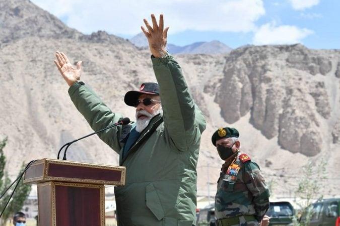 पंतप्रधान मोदींनी भारतीय सैनिकांना निर्णय घेण्याची सूट दिली आहे. ही सूट दिल्यानं आता भारतीय सैनिक ड्रागनला धडा शिकवण्यासाठी सज्ज आहे.