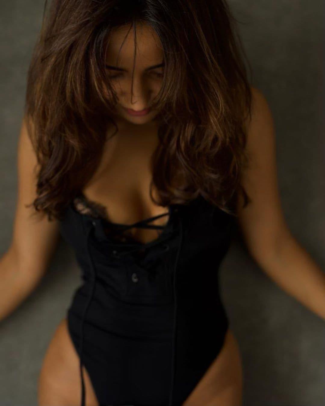 याआधीही सोशल मीडियावर तिचे हॉट फोटो व्हायरल झाले आहेत. (फोटो सौजन्य- इन्स्टाग्राम/नेहा शर्मा)