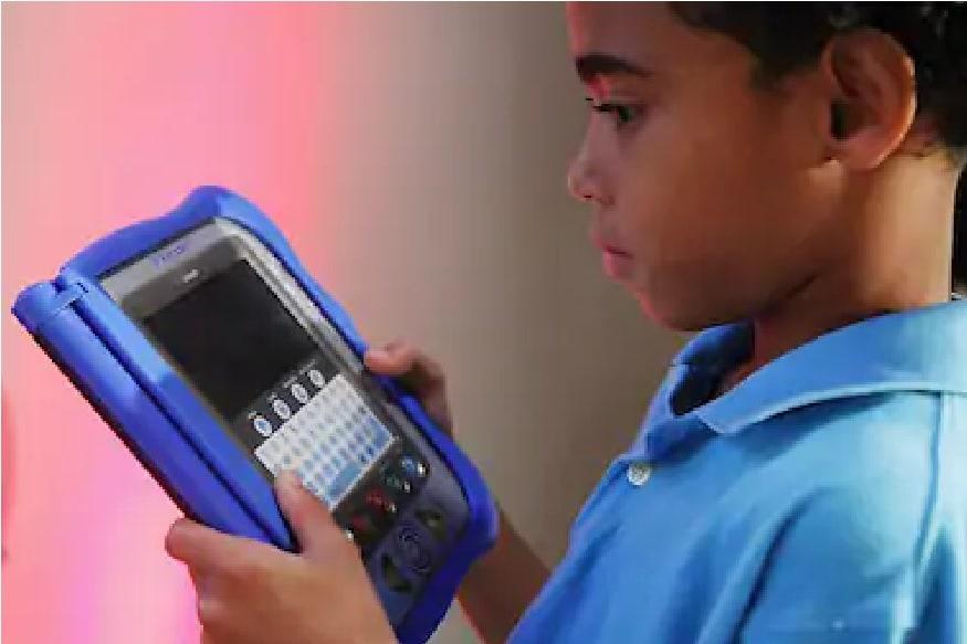 7 ते 18 वयोगटातील मुलांच्या पालकांनी ऑनलाईन सर्फिंगवर करताना त्यांच्यावर विशेष लक्ष ठेवावं. जर मुलं ऑनलाईन चॅटिंग करत असतील तर समोरची व्यक्तीची माहिती करून घेणं आवश्यक आहे.