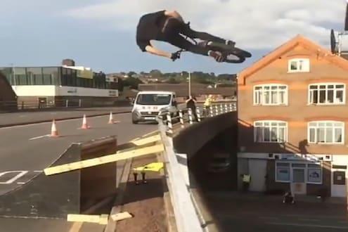 बापरे! सायकलवरून तरुणानं हवेत मारली फ्लिप, VIDEO पाहून भरेल धडकी