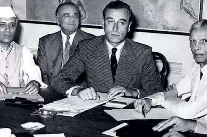 भारताला हक्क सुपूर्द करण्यासाठी फेब्रुवारी 1947 साली माऊंटबेटन यांची नियुक्ती करण्यात आली. भारताला आपल्या राजवटीतून मुक्त करण्यासाठी माऊंटबेटन यांनी एक मसूदा तयार केला. 30 जून 1948 ला सर्व हक्क भारताला सुपूर्द करणार असं या मसुद्यात नमूद होतं. मात्र भारतीय नेत्यांचं यावर एकमत झालं नाही. त्यांनीजून 1948 ही तारीख ठरवली ज्याला विरोध झाला आणि मग 1947 हेच वर्ष ठरलं.