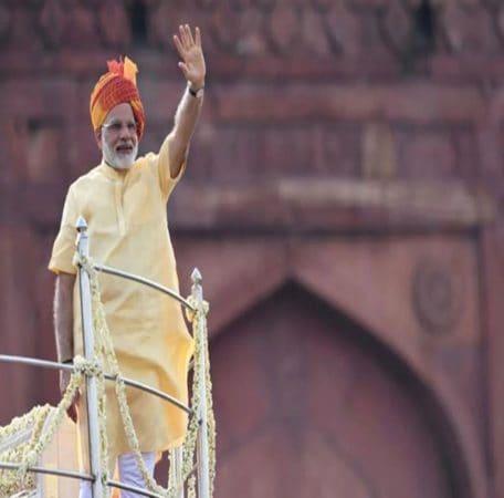 2017मध्ये पंतप्रधान मोदींनी नारिंगी रंगाची पगडी परिधान केली होती.