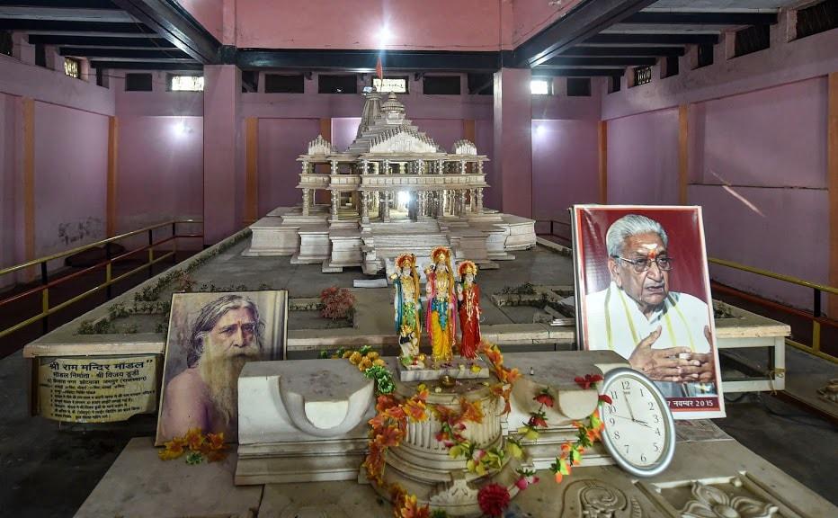 2010: हिंदू, मुस्लिम आणि निर्मोही आखाडा यांना वादग्रस्त जागा विभागून देण्याचा अलाहाबाद हायकोर्टाचा 30 सप्टेंबरला निर्णय निर्णय.